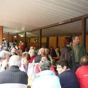 Auf dem Waldfest der SPD Messel, hier im Gespräch mit Andreas Larem, dem damaligen Bürgermeisterkandidaten der Messeler SPD im Mai 2010