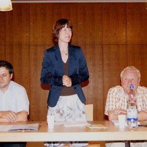 Auf einer Veranstaltung von Heike Hofmann gemeinsam mit ihrem Ortsverein, der SPD Weiterstadt, zum Thema 'Pflege - Wie wollen wir alt werden' im August 2011