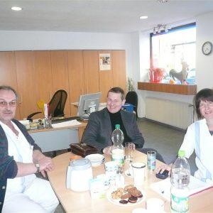 Heike Hofmann 2011 am bundesweiten 'Praxistag' im ambulanten Pflegedienst Stetter in Pfungstadt (gemeinsam mit dem Leiter des Dienstes, Herrn Stetter, sowie Herrn Döring (BPA))