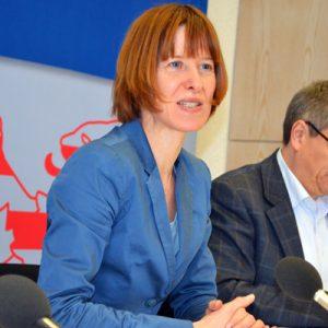 Heike Hofmann berichtet auf einer Pressekonferenz zum Thema Sicherungsverwahrung am 24. Januar 2013