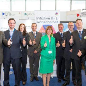 Präventionstag 2015 - Heike Hofmann mit Vertretern der Initiative Websicherheit